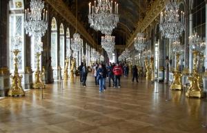 La célèbre galerie des glaces à Versailles.