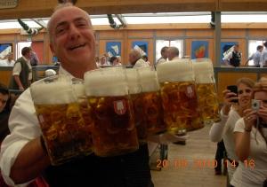 Munich, Oktoberfest ! Un aperçu représentatif de l'ambiance qui y règne...