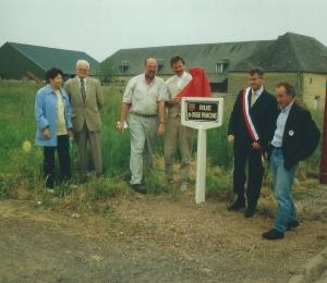 Paul LEHRIEDER et Henri GERARD dévoile la plaque en présence de Werner ENGLERT et Georges LAIGNEL