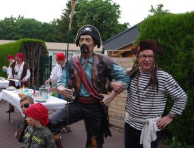 Le pirate Georges avec son garde du corps !