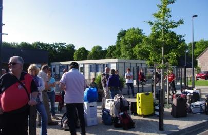 Notre départ depuis la mairie de Baron ! Unsere Abfahrt seit dem Bürgermeisteramt von Baron !
