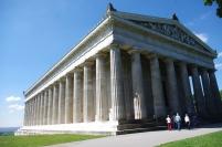 Ce temple abrite 130 bustes et 65 plaques qui rappellent des hommes et des femmes mérités germanophones ! Dieser Tempel schützt 130 Büsten und 65 Platten, die an Männer und Frauen erinnern, die, die deutschsprachig sind, verdient sind!