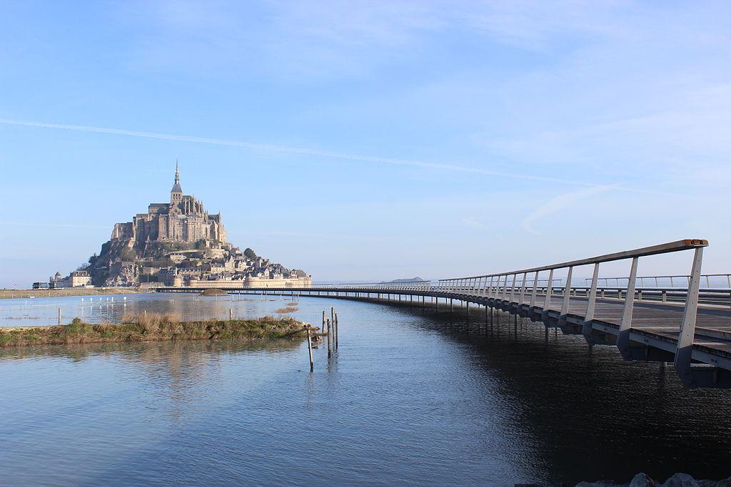Mont_St_Michel_+_Jetée_par_Marée_haute