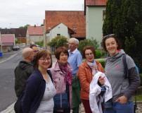 Ve 31 mai : attente du bus à Acholshausen pour une journée en Suisse franconienne !