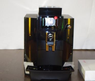 Cadeau offert à nos amis : une belle machine à café !