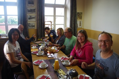 Petit-déjeuner à Acholshausen en compagnie de nos familles allemandes ! Frühstück in Acholshausen mit unser deutschen familien !